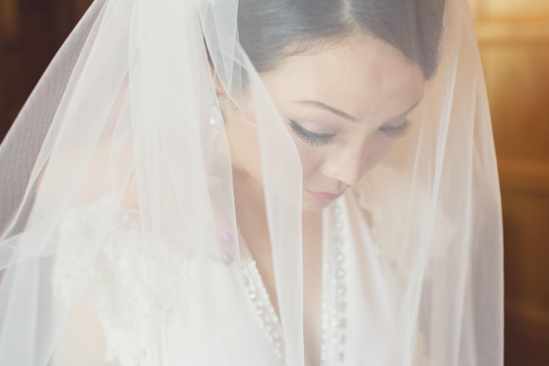 bride getting ready for london city wedding