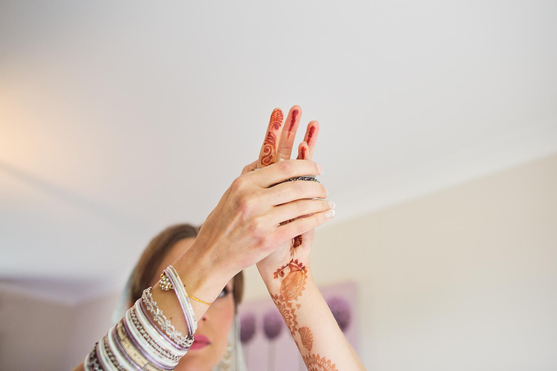henna tatoos on bride for indian wedding